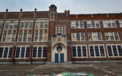 Exploring an Abandoned School in Ohio | Homeless Living Inside