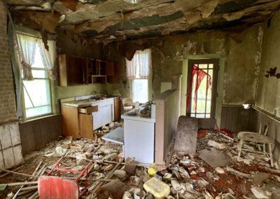 abandoned farmhouse kitchen decor