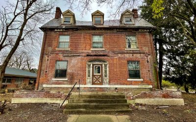 Exploring an Abandoned Colonial Revival House with Everything Inside