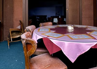 abandoned-chinese-restaurant-decor