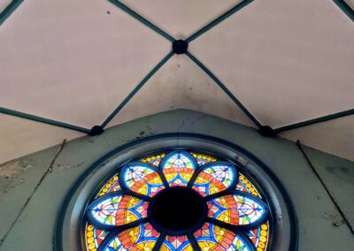 huge-round-church-stained-glass