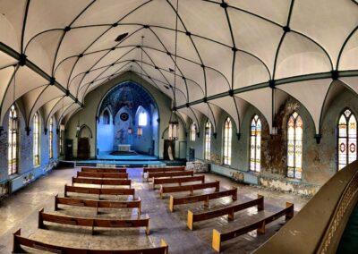 abandoned-roman-catholic-church-sancturary