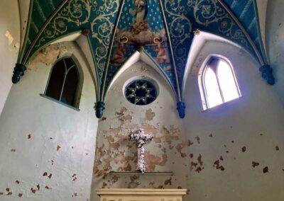 abandoned-catholic-church-alter-mural