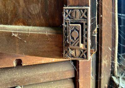 plantation-shutter-hardware-latch