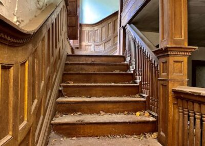 grand-victorian-staircase-woodwork