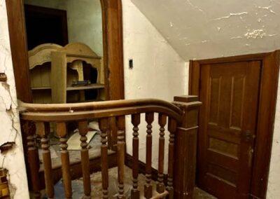room-under-stairs-woodwork