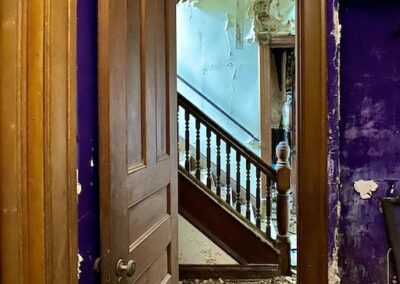 purple-wall-staircase