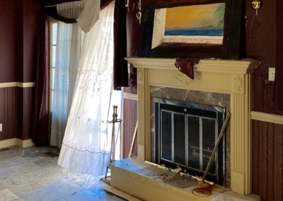 abandoned-mansion-living-room-painting