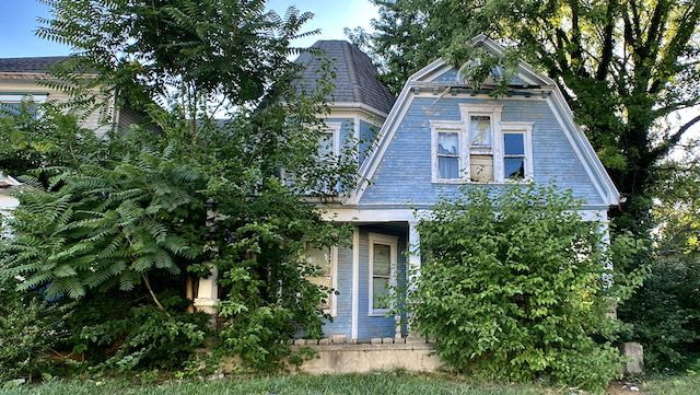 1902 Abandoned Victorian House | What happened to FOXY ROXIE?