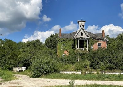 abandoned victorian mansion ohio front
