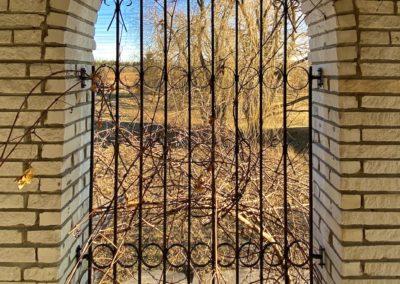 round-top-curved-brick-window-rot-iron